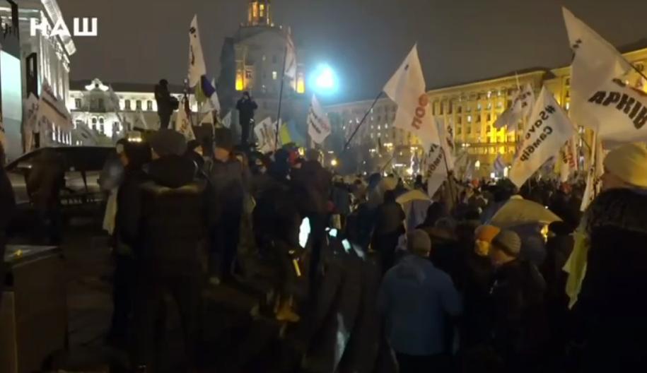 Между правоохранителями и митингующими началась стычка \ скриншот с видео