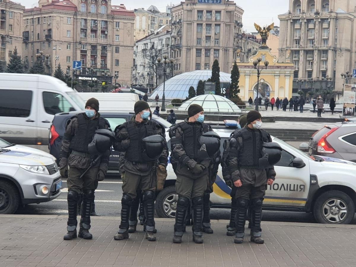 ФОП на Майдане - количество митингующих увеличивается, полиция проверяет людей в метро / Игорь Рец, «Сегодня»