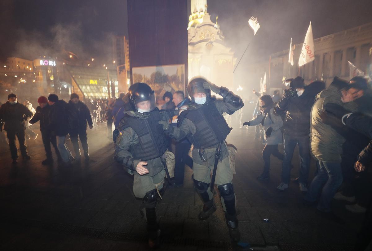 ФЛП на Майдане митингующие волнуются из-за возможных провокации со стороны полиции / REUTERS