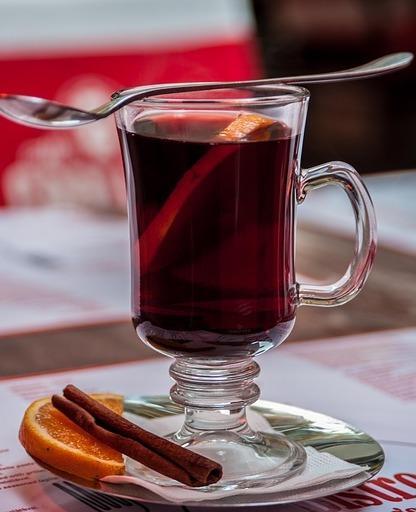 Горячие напитки с алкоголем дома / фото pixabay