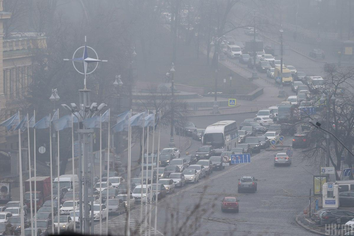 Пробки Киев - где наблюдаются пробки в пятницу, 18 декабря / Фото УНИАН, Вячеслав Ратинский