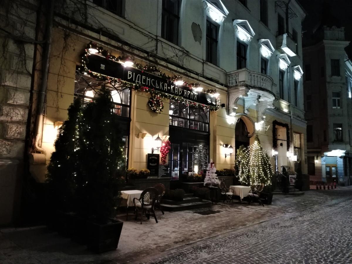 В Черновцах теперь совсем несложно найти место в кафе / фото Марина Григоренко