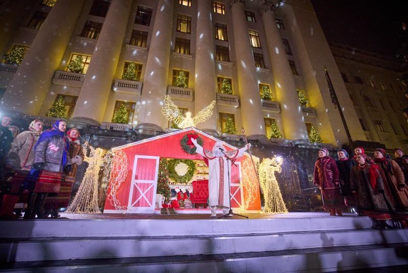 Открытие елки возле ОПУ / фото president.gov.ua