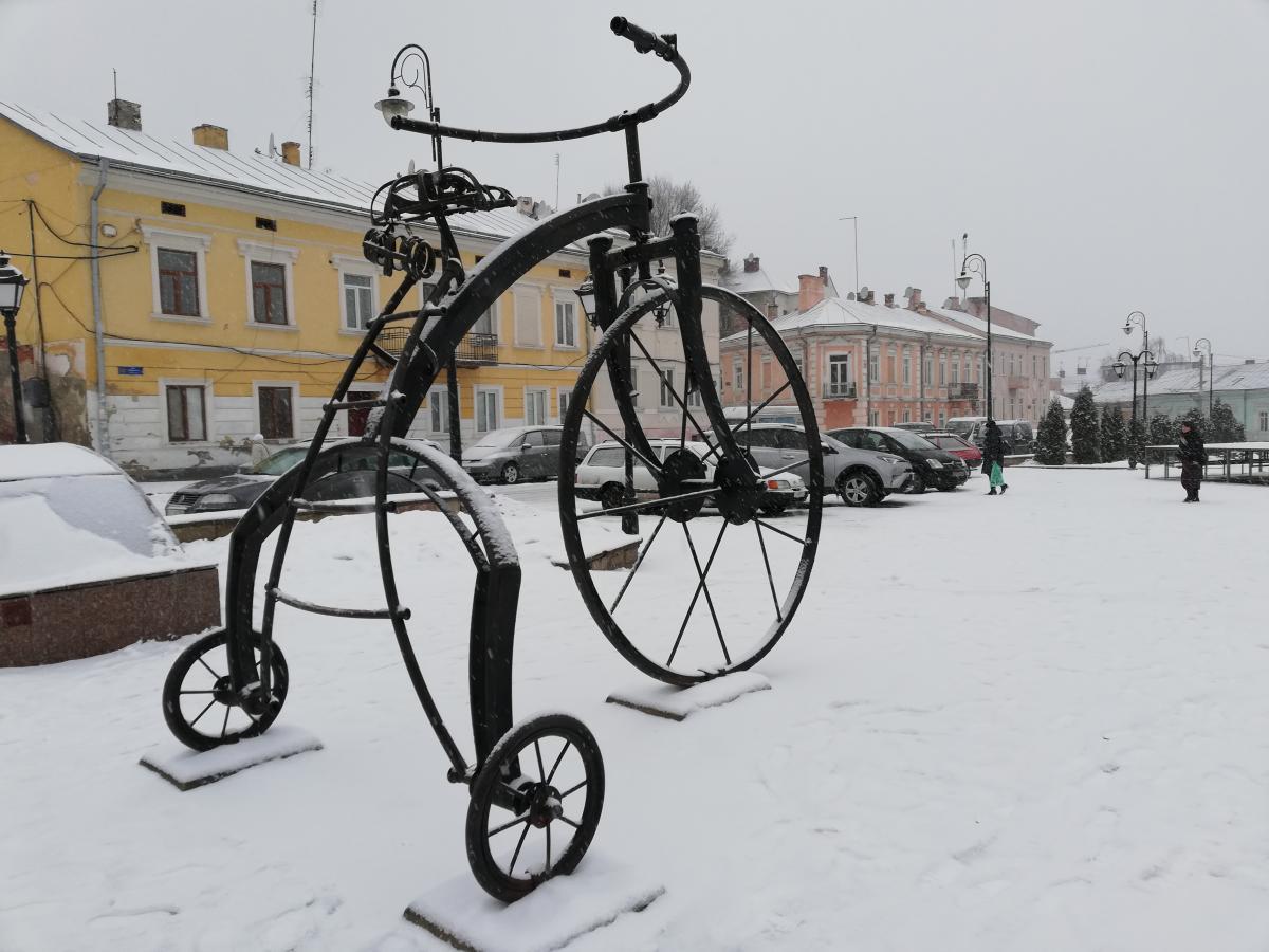 Велосипед на Турецкой площади в Черновцах / фото Марина Григоренко