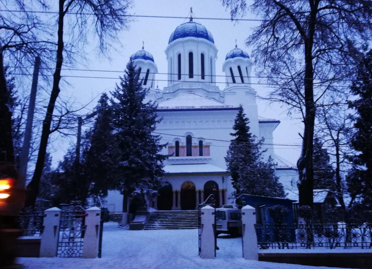 «П'яна» церква у Чернівцях / фото Марина Григоренко