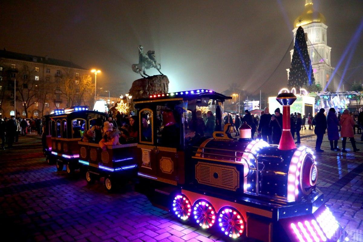 Новорічне містечко на Софійській площі / фото УНІАН ( Денис Прядко)
