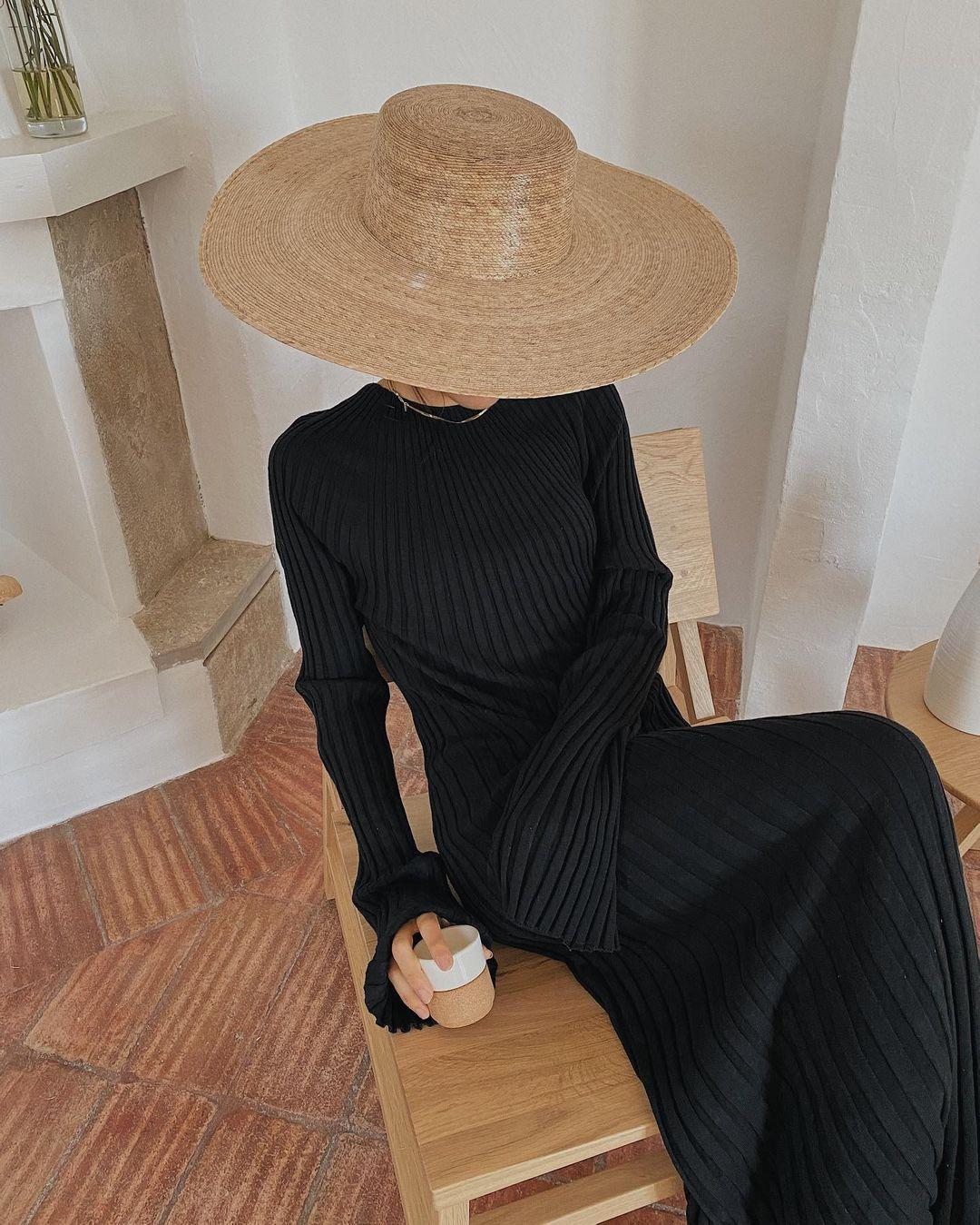 Платье в рубчик сейчас актуальное / instagram.com/deborabrosa