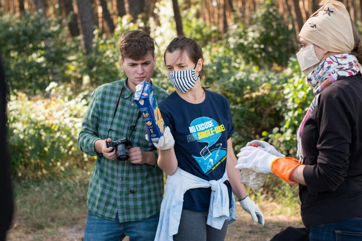 Команда намагається змістити фокус уваги з переконання, мовляв, у проблемі забруднення одноразовим пластиком винуватий споживач і держава / фото ГО Zero Waste Society