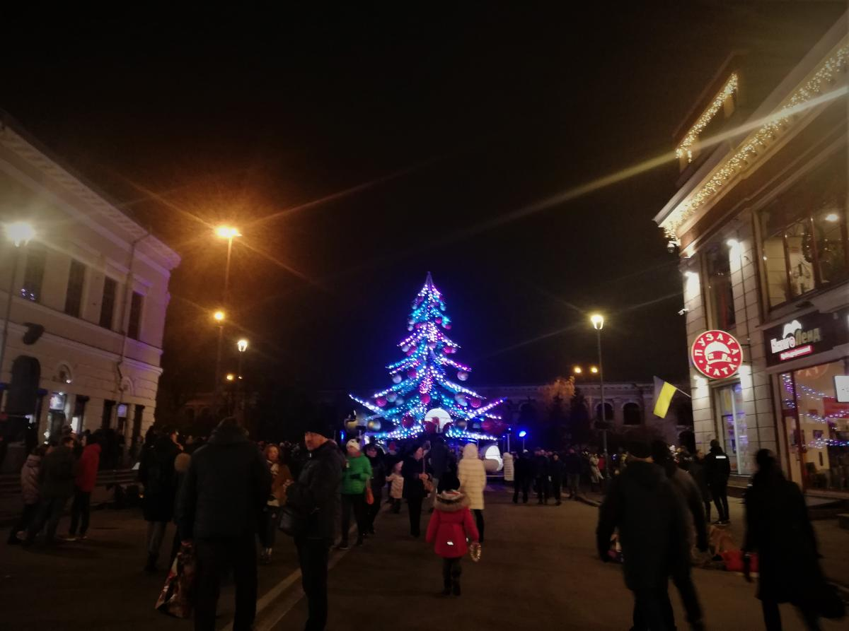 Ялинка-карусель на Контрактовій площі / фото Марина Григоренко