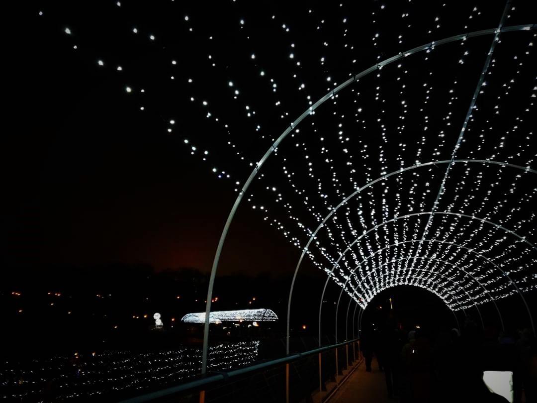 Міст Кличка прикрасили до свят/ фото Марина Григоренко