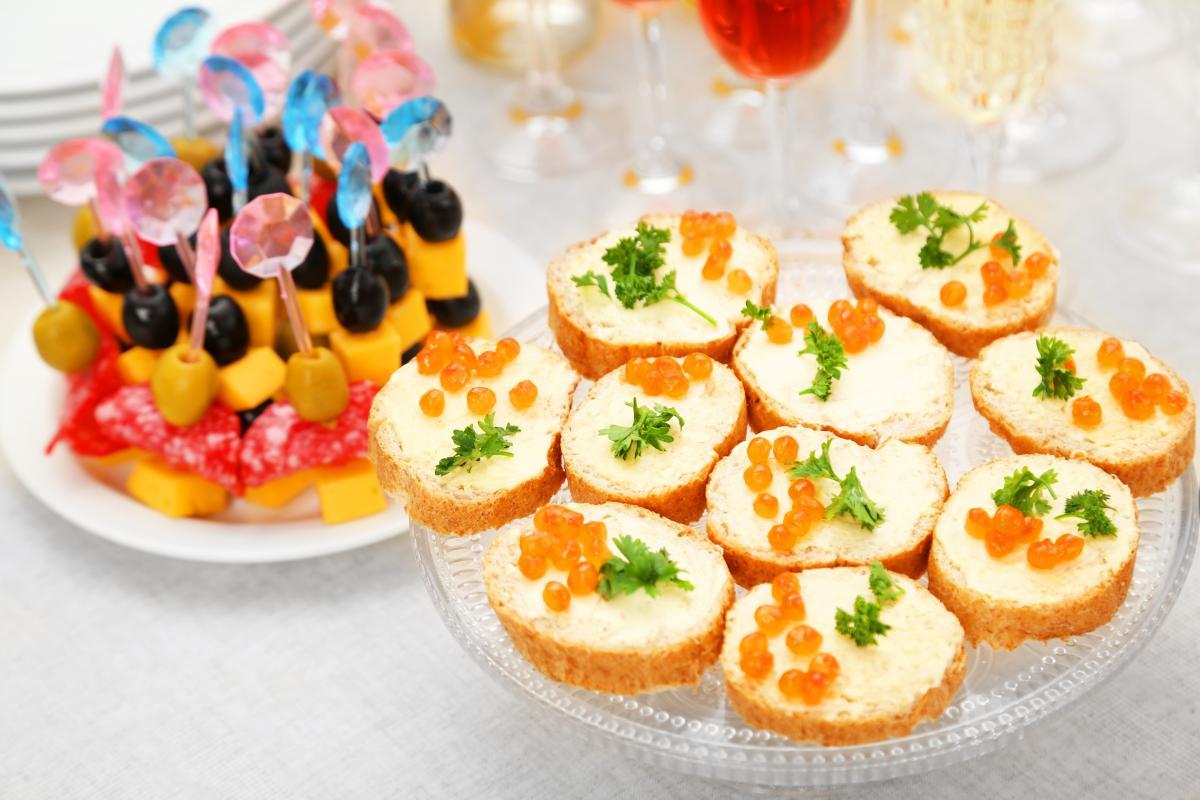 Канапе на Новый год - рецепты / фото ua.depositphotos.com