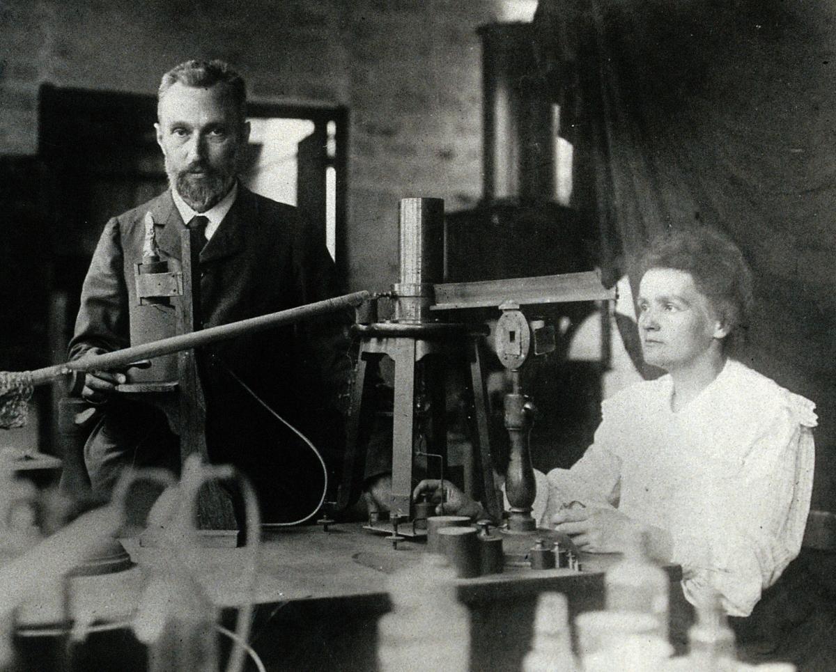 26 декабря 1898 года во французской Академии наук Пьер и Мария Кюри сделали первое сообщение об открытии радия / фото wikipedia.org