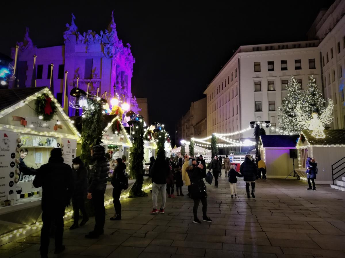 Новогодний городок возле Офиса президента Украины / фото Марина Григоренко