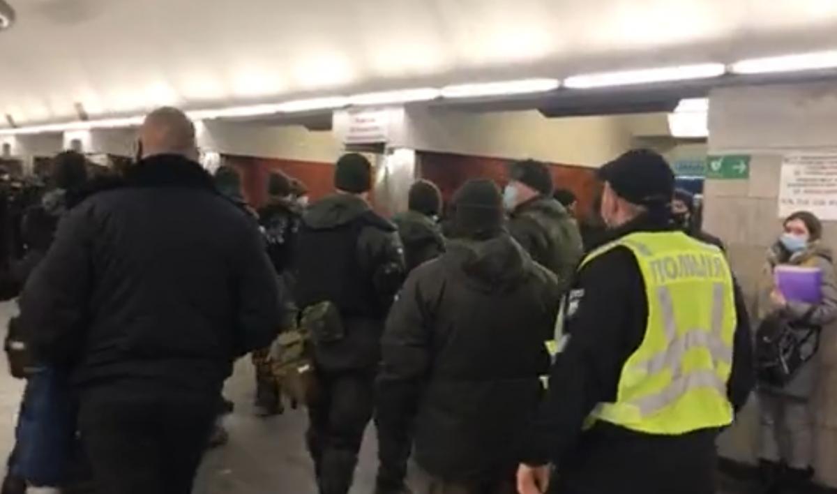 """На """"Дворце Украина"""" было много силовиков / скриншот"""