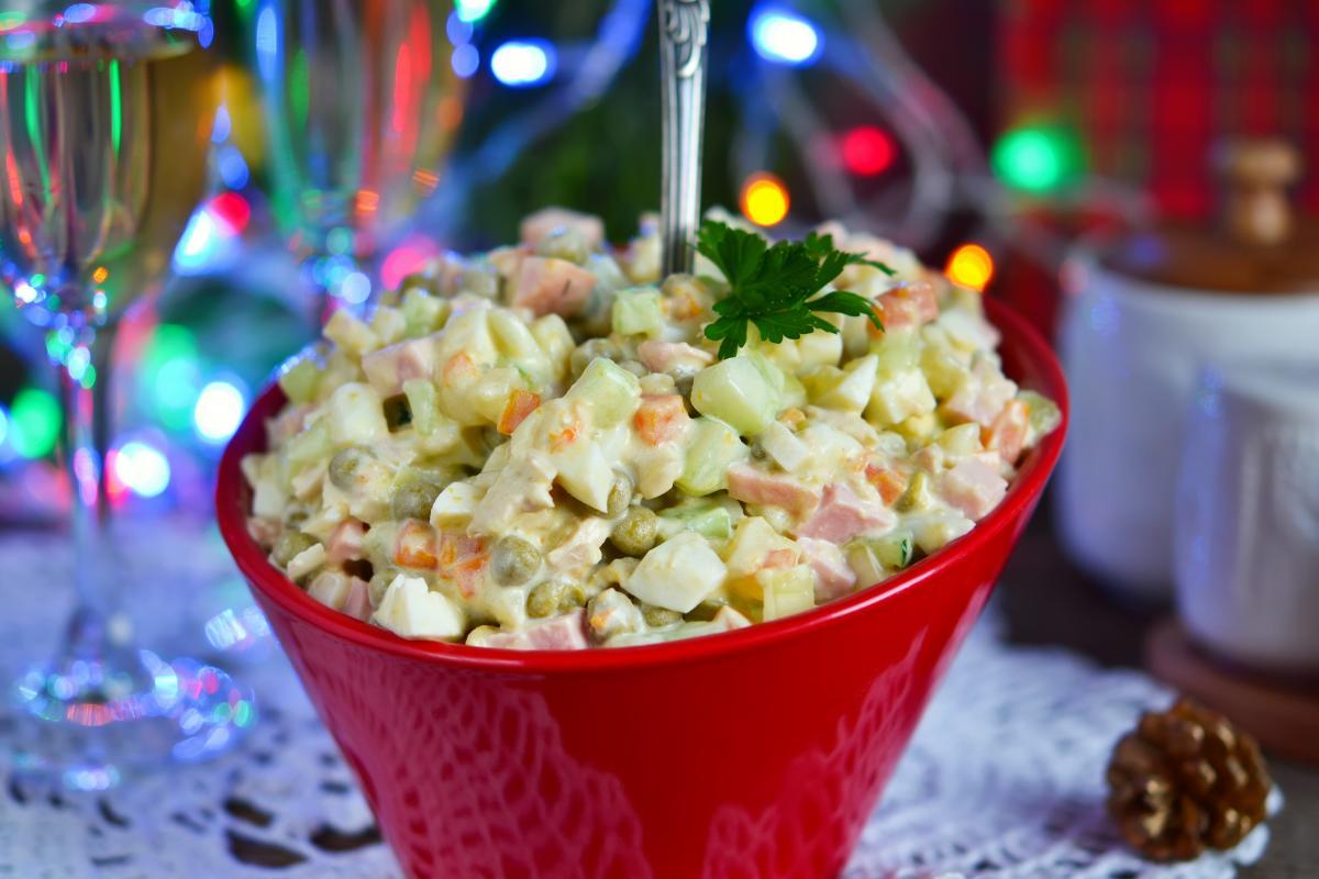 Как приготовить салат Оливье / фото ua.depositphotos.com