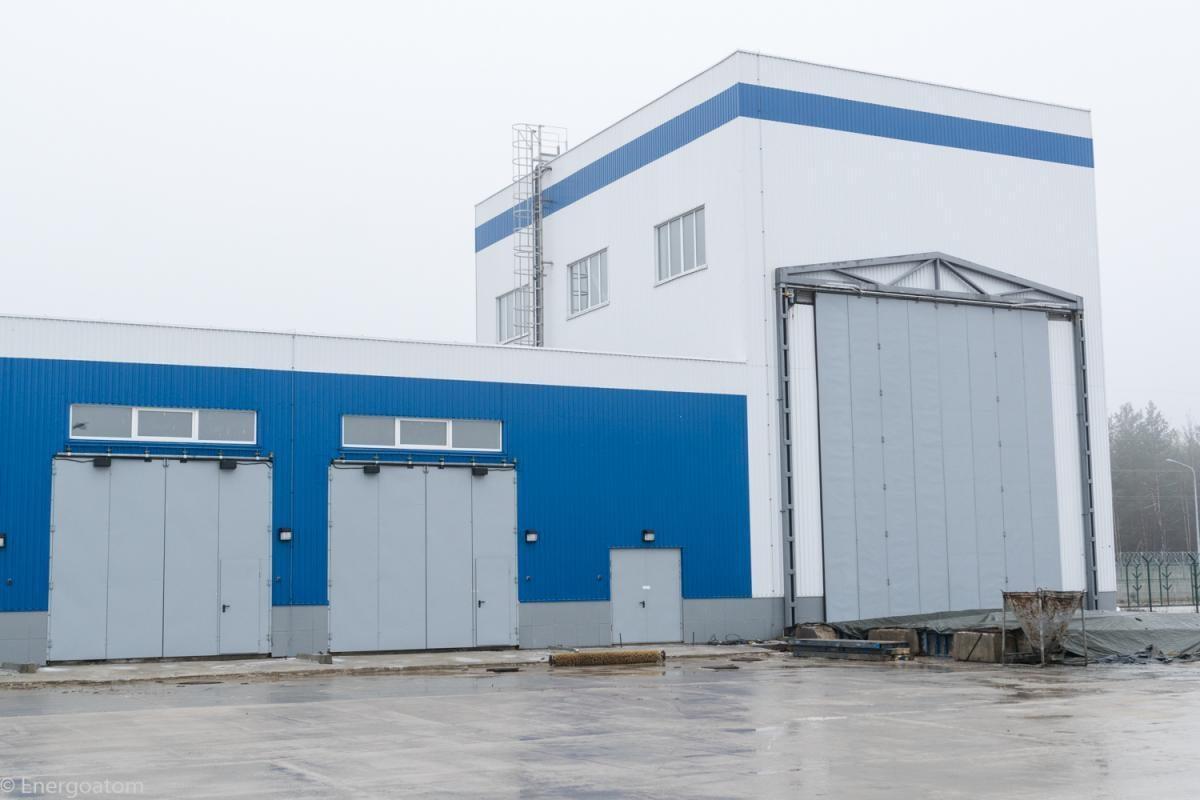 Гараж вертикального контейнерного транспортера, який здійснює переміщення контейнерів зберігання ВЯП