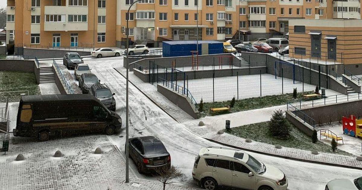 Киев запорошило снегом / Фото ТСН
