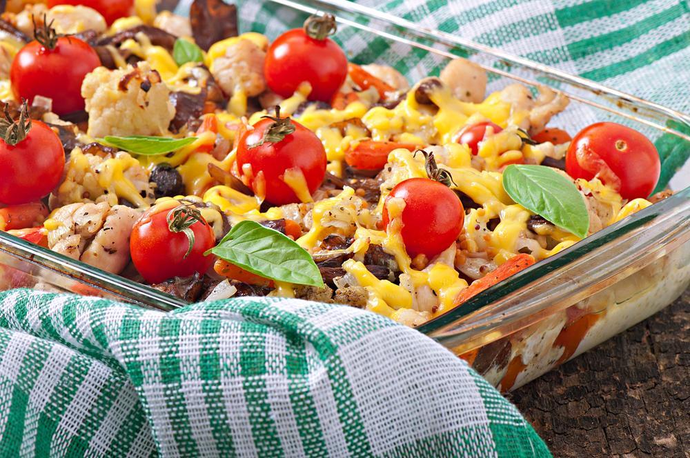 Мясо по-французски с помидорами в духовке / фото ua.depositphotos.com