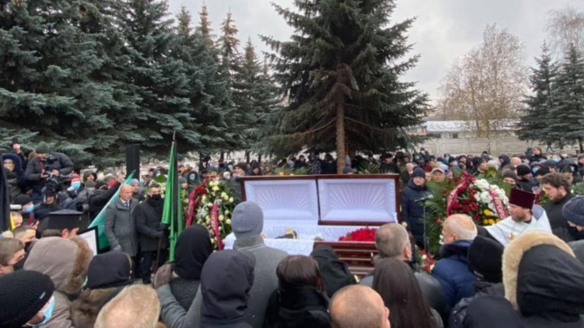 Кернеса похоронили / фото ТСН