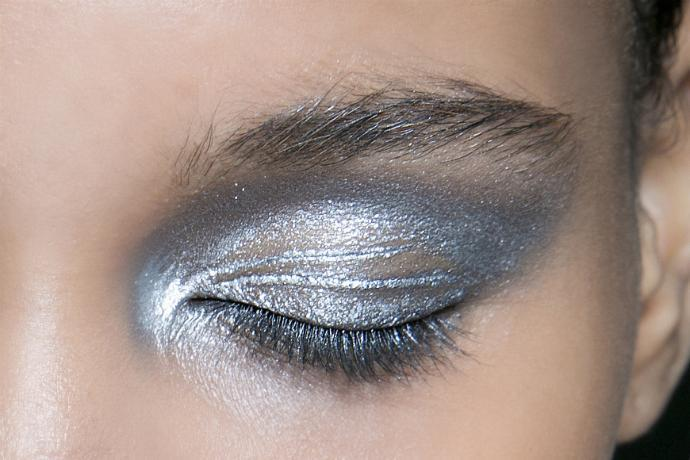 Тени металлик на глаза / фото pinterest.com