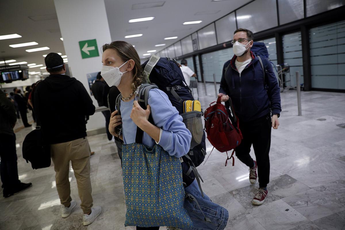 Українским туристам доведеться йти на самоізоляцію по поверненню з 68 країн світу / фото REUTERS