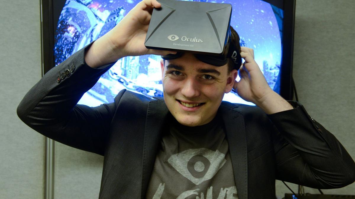 Палмер Лаки со шлемом Oculus Rift / фото gameranx.com