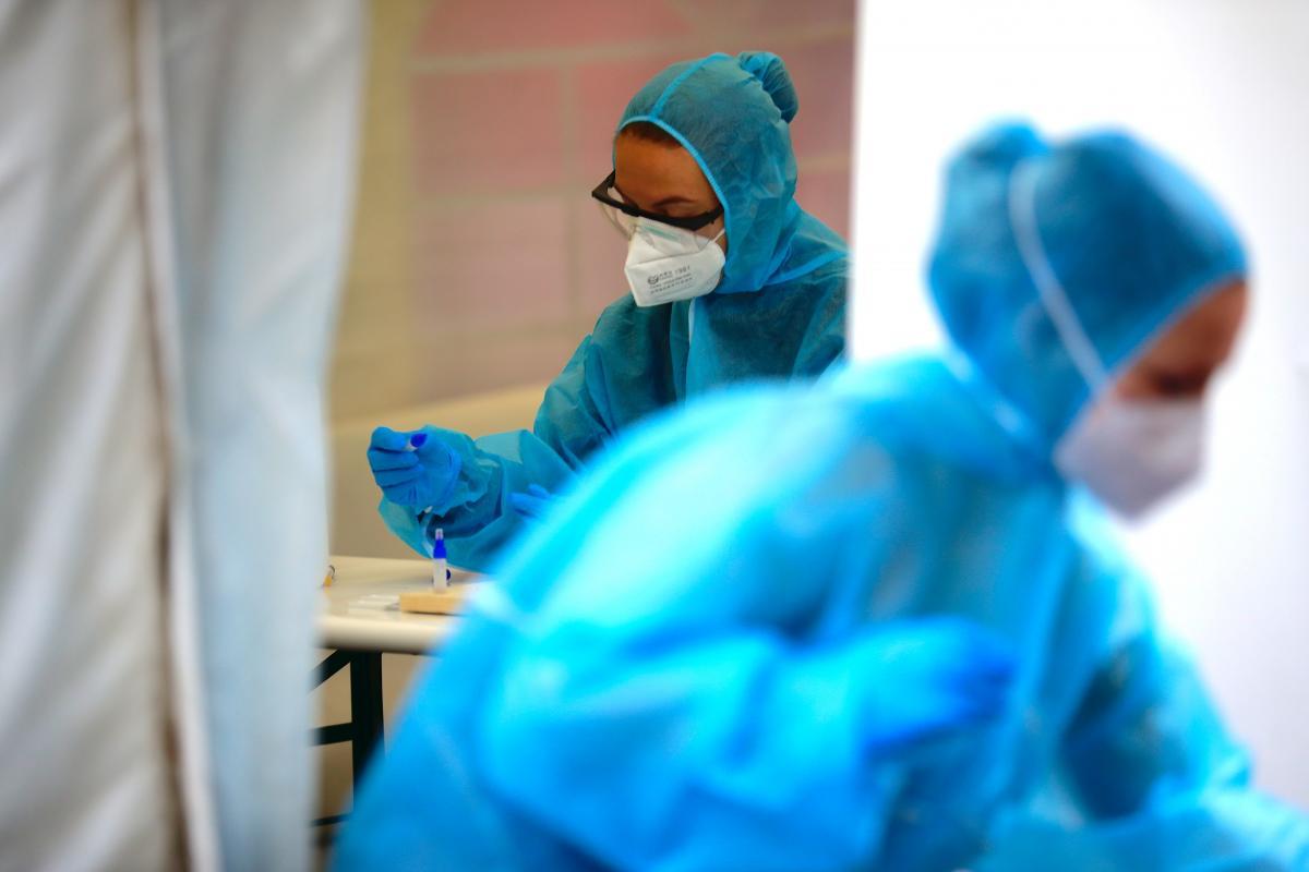 Еще в двух странах обнаружили новый штамм коронавируса / Иллюстрация REUTERS