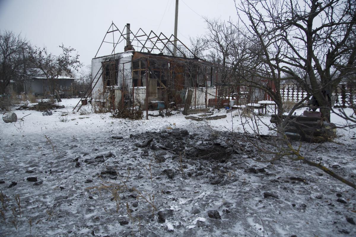 Последствия обстрела Водяного / штаб ООС