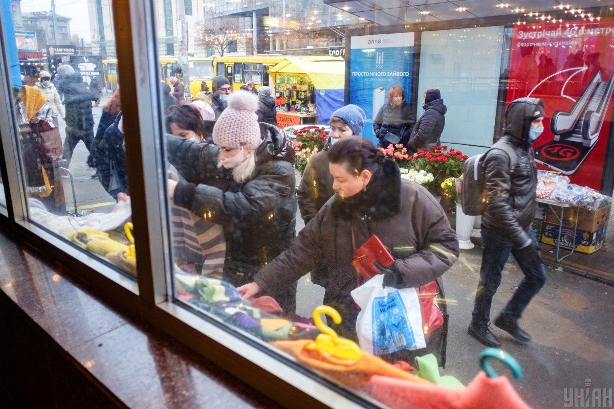 Большую часть года украинцы прожили в режиме карантина / Фото УНИАН