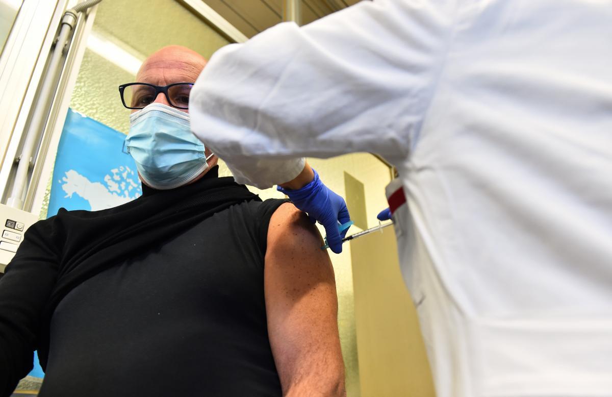 376 человек пожаловались на боль в месте укола / фотоREUTERS