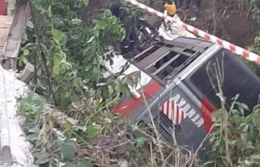 После аварии автобус слетел в кювет/ фото camer.be