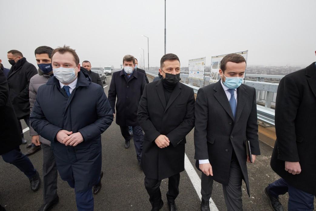 ВладимирЗеленскийрешил внезапно явиться в регион и проверить ход строительства запорожских мостов/ фото ОП