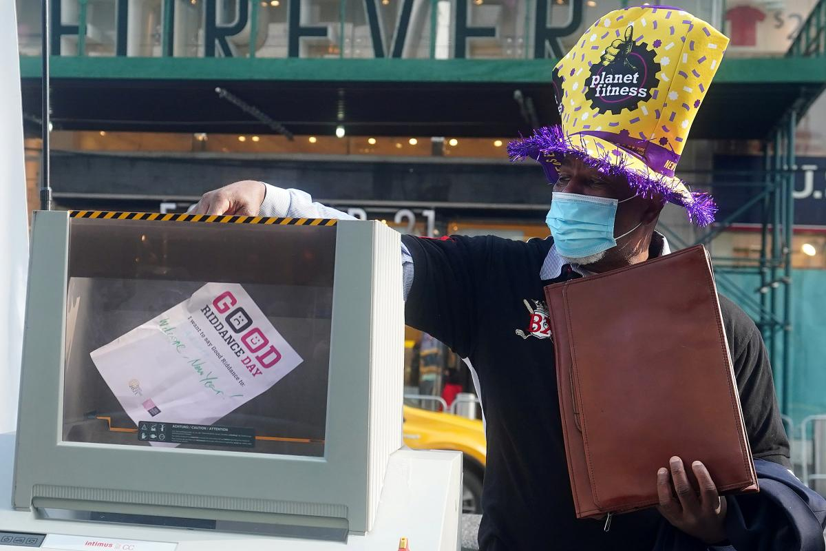 Good Riddance Day 2020 в Нью-Йорке / фото REUTERS