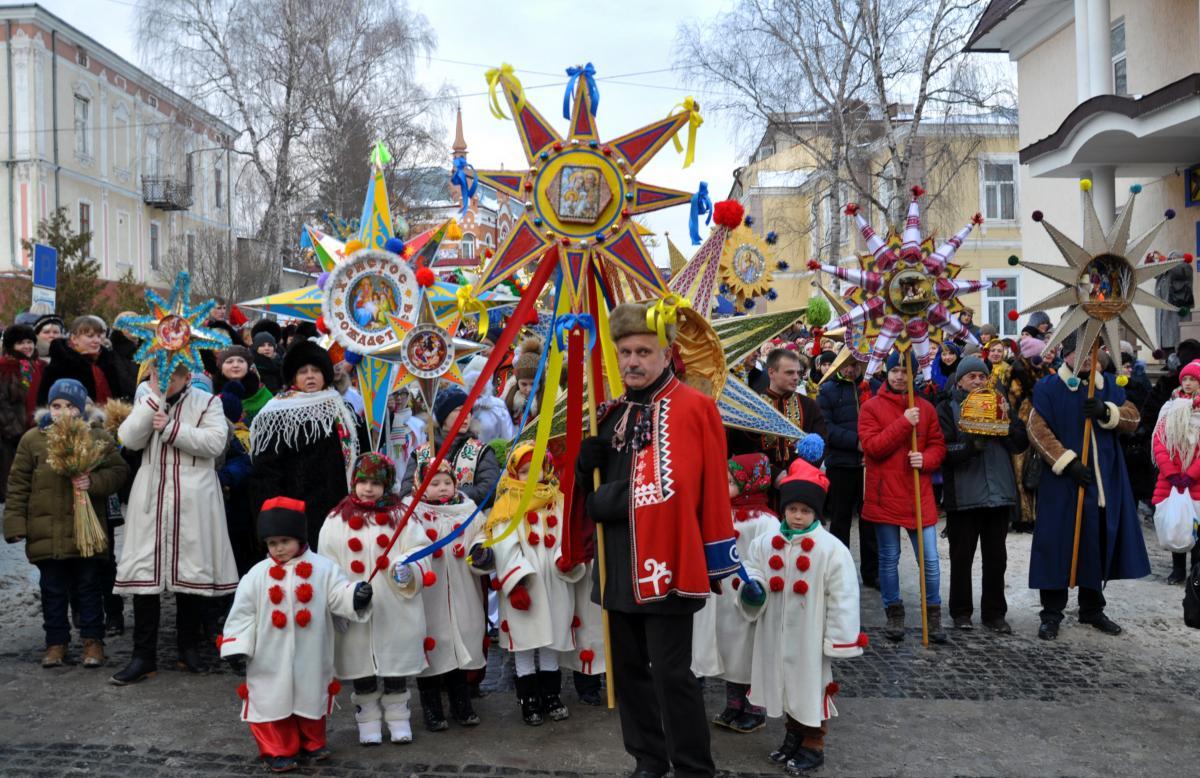 Рождественские колядки на украинском и русском языках / фото ua.depositphotos.com