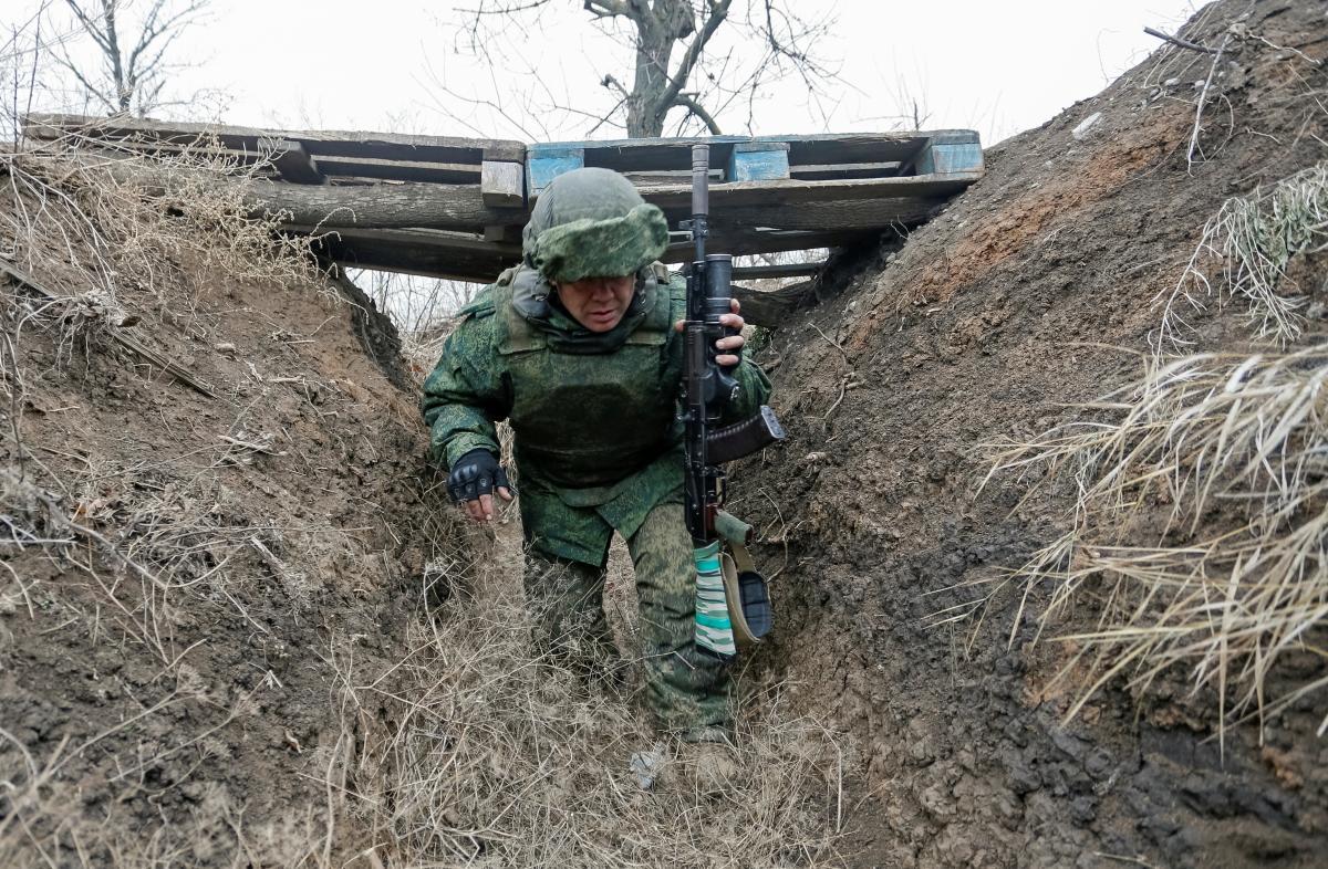 Оккупанты копают траншеи у позиций ВСУ / Иллюстрация REUTERS