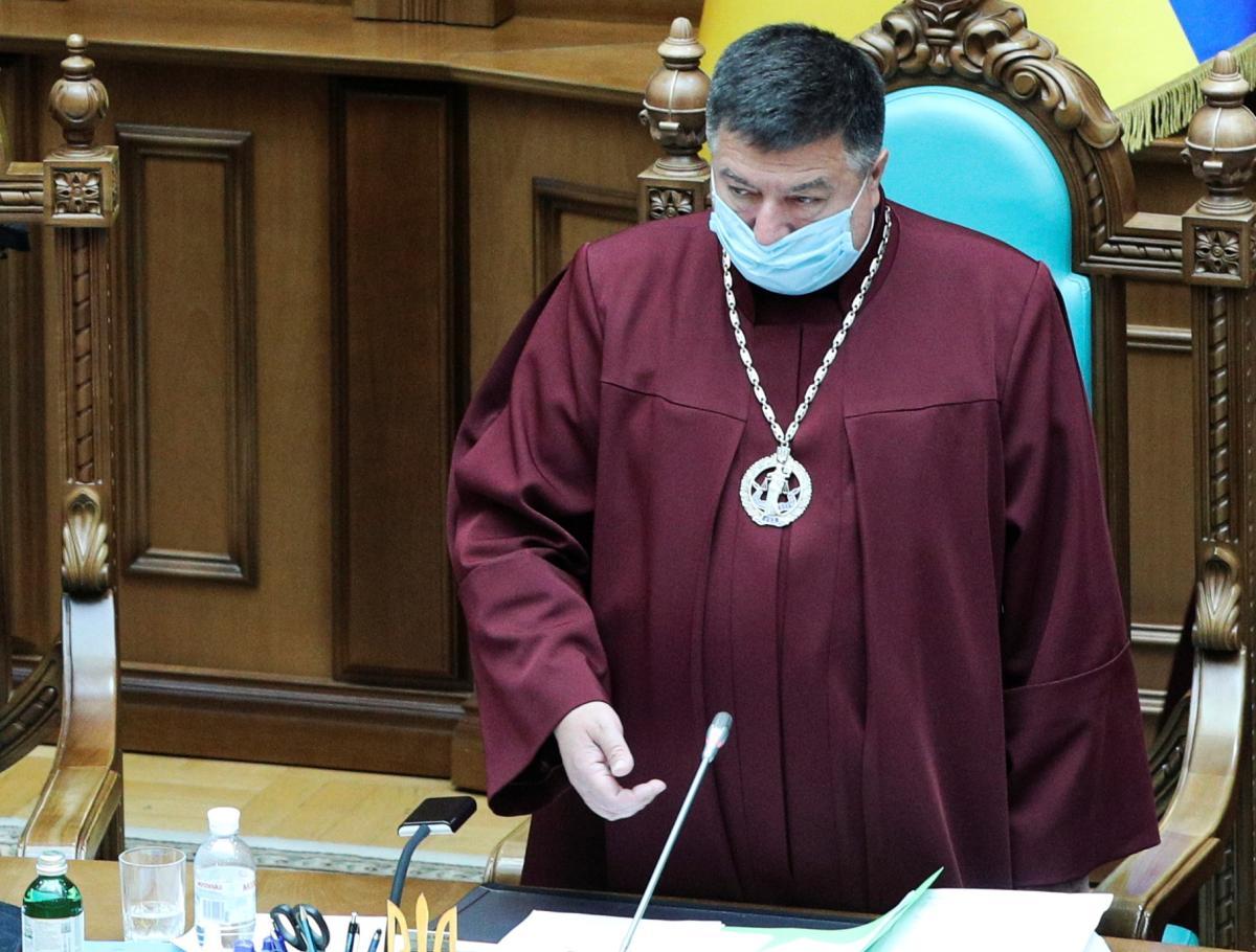 КСУ назвал незаконным указ Зеленского об отстранении Тупицкого / фото REUTERS