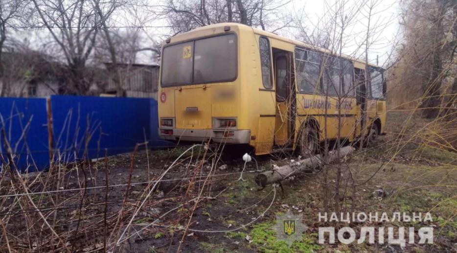 В автобусе находилось девять детей, трое взрослых и водитель / фото пресс-служба полиции