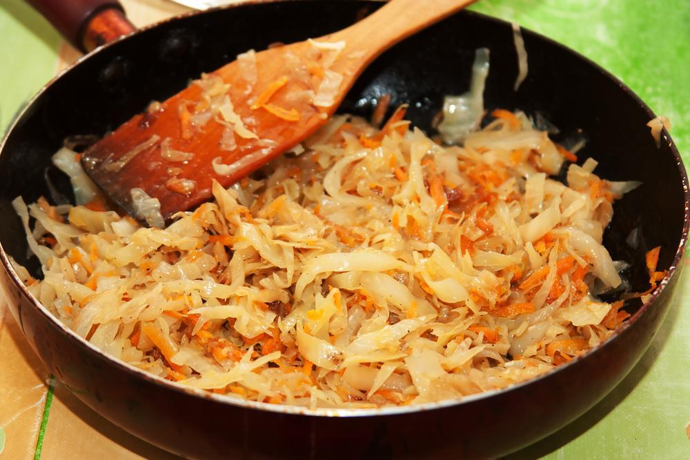 Тушкована капуста рецепт / фото ua.depositphotos.com