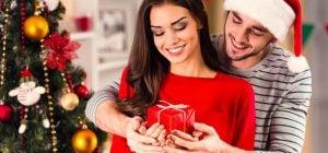 Подарок для девушки на Новый год 2021: чем порадовать возлюбленную