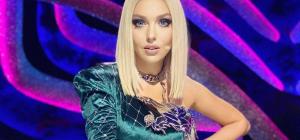 Оля Полякова не вместила грудь в мини-платье