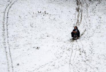 Завтра почти всю Украину накроет снежная погода, но в некоторых областях пройдут дожди (карта)