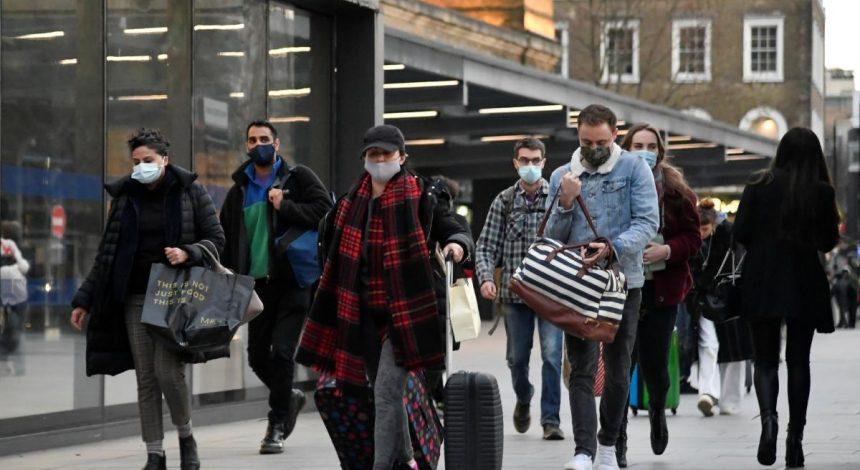 """ВОЗ предупреждает о """"массовой травме"""" из-за пандемии COVID-19"""