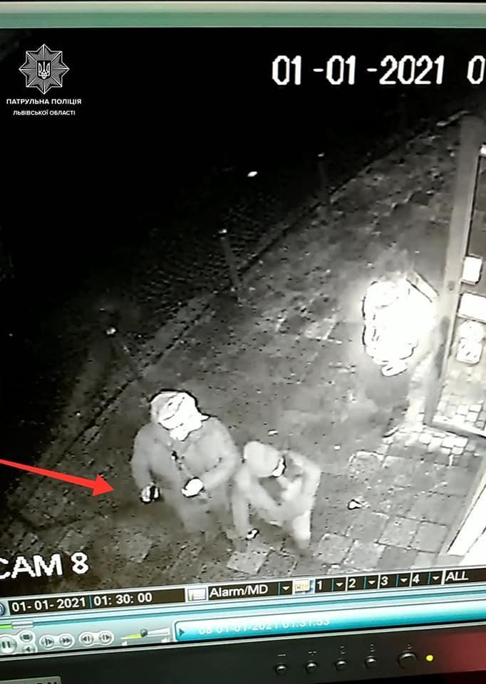 В центре Львова пьяный турист устроил стрельбу из травмата / фото facebook.com/lvivpolice