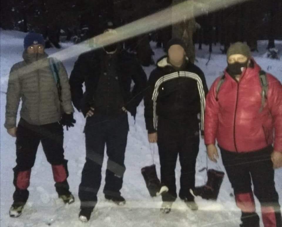 У Карпатах врятували туриста з Херсона / фото facebook.com/MNS.GOV.UA
