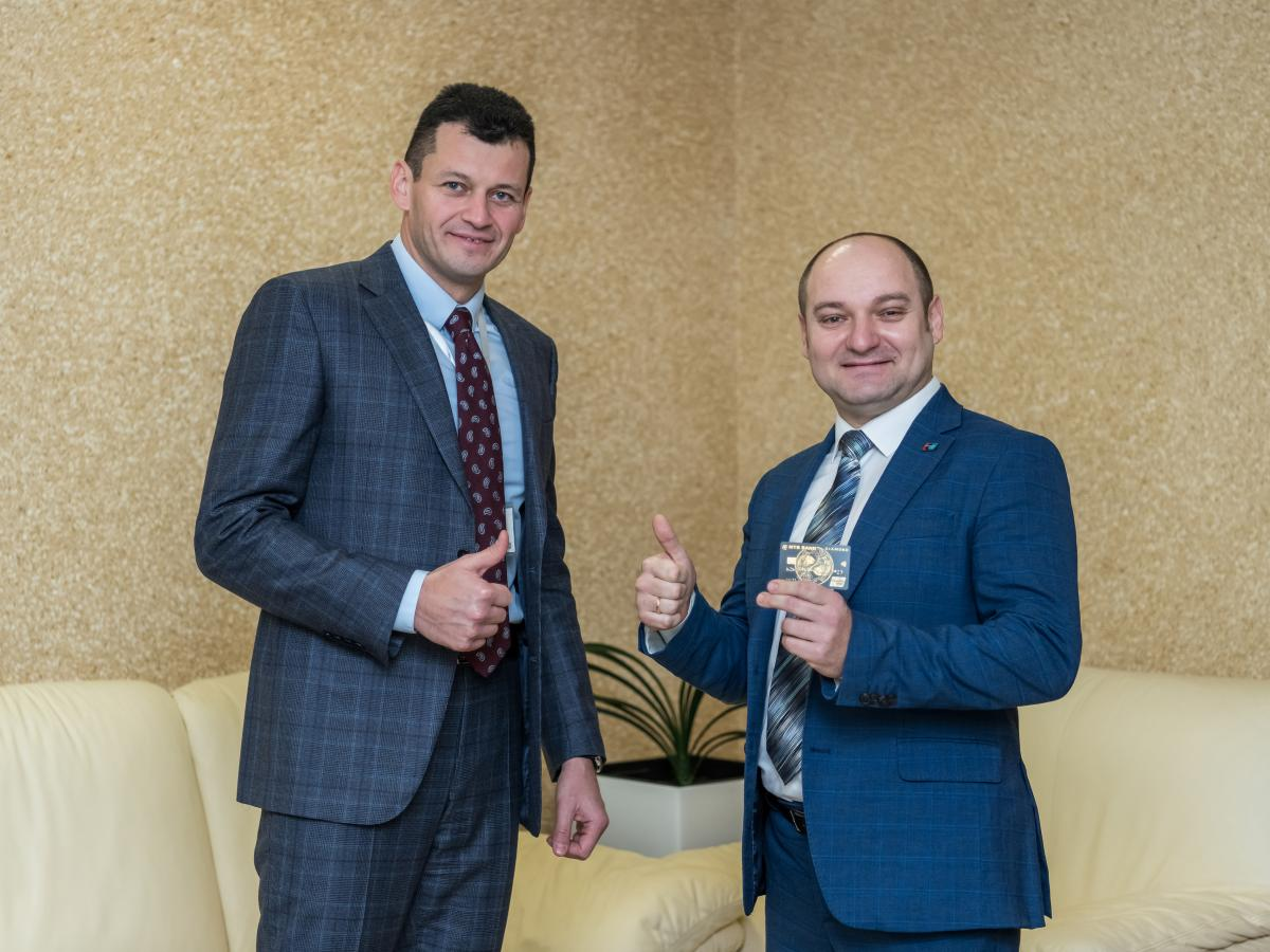 Chairman of the Board PJSC 'MTB BANK' Yuriy Kralov and Regional Representative of UnionPay in Ukraine Serhii Nadichev