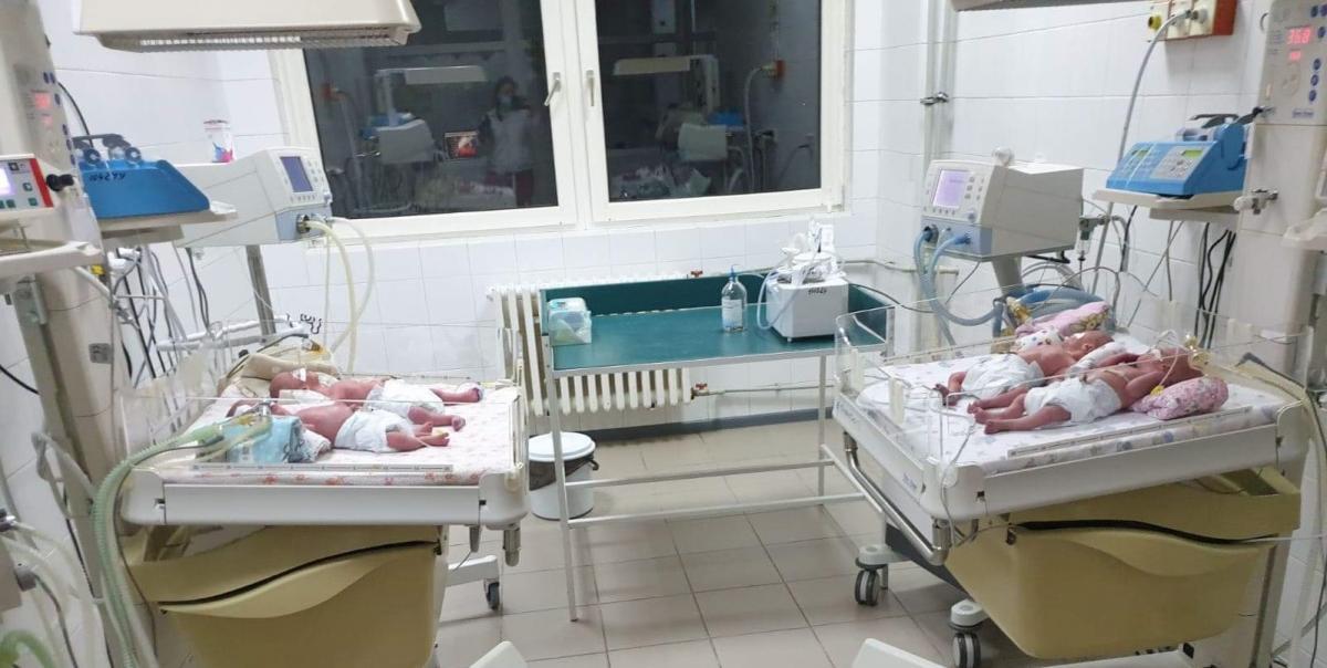 Младенцы находятся в палате интенсивной терапии / фото Ужгородский горсовет