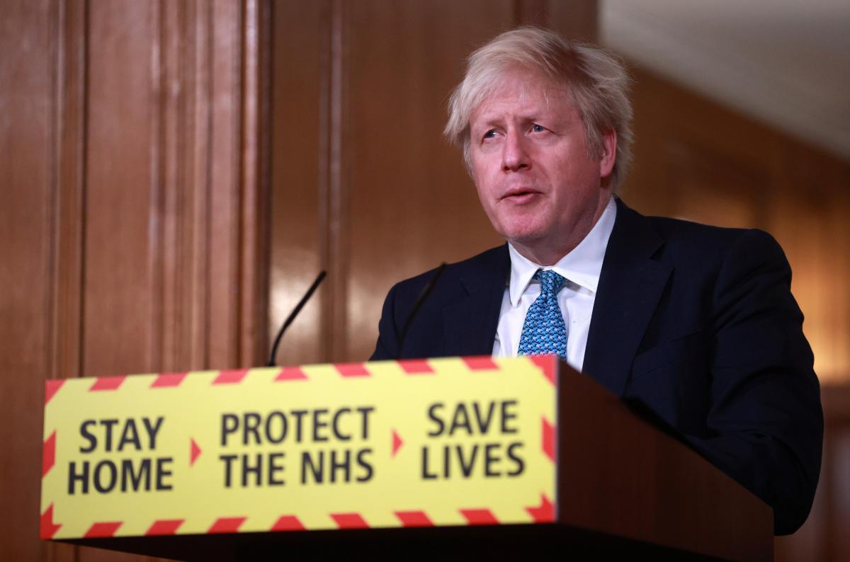 Британия уже вакцинировала от коронавируса более 1,3 миллиона человек / REUTERS