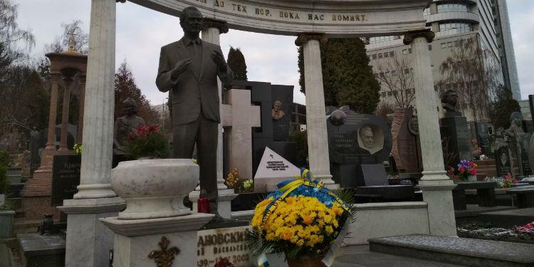 Памятник легенде / фото пресс-службы УАФ