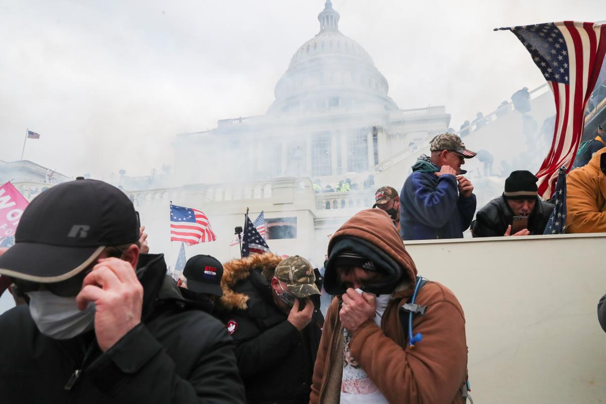 В Белом доме подчеркнули, что участники штурма должны быть привлечены к ответственности по всей строгости закона/ фото REUTERS