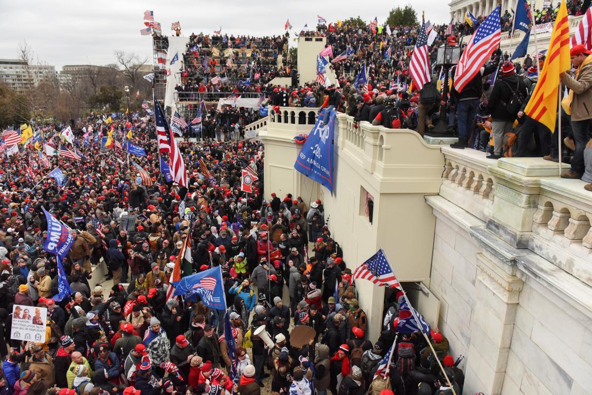 6 січня прихильники Дональда Трампа прорвалися до будівлі Конгресу США у Вашингтоні/ фото REUTERS